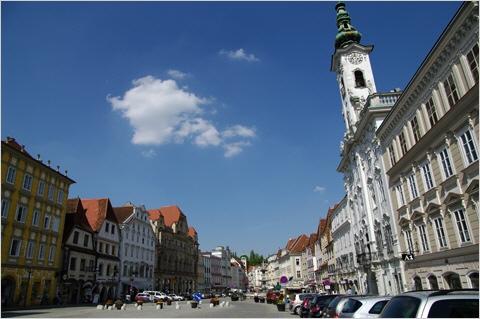 Steyr - Blick über den Stadtplatz mit dem Rathaus